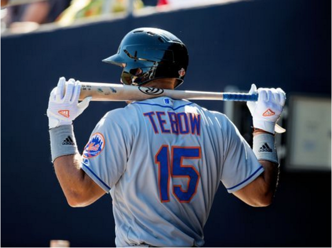 Tebow+warms+up+his+swing+before+stepping+into+the+batters+box+against+2016+Cy+Young++winner+Rick+Porcello